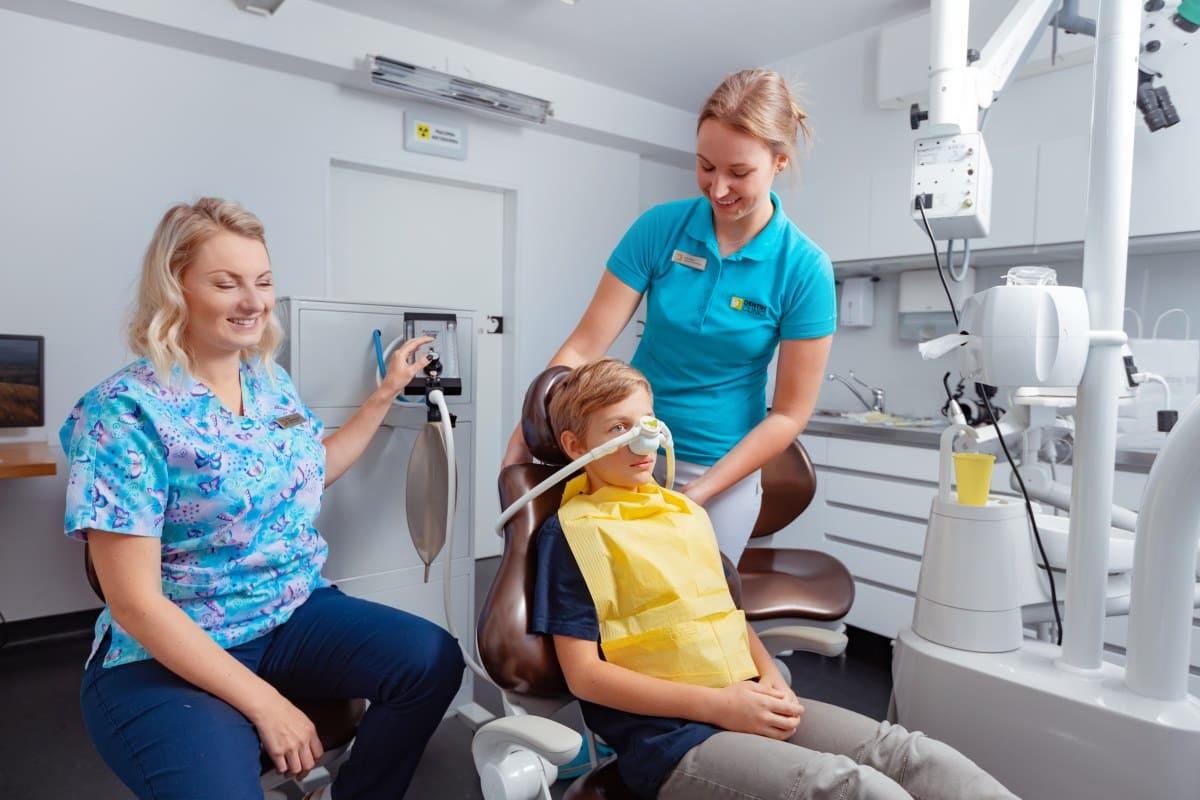 Leczenie dentystyczne dzieci - bezbolu - dentimkids.pl